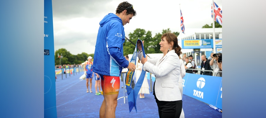 Spanish Olympic Committee rewards ITU President for her Olympic Values