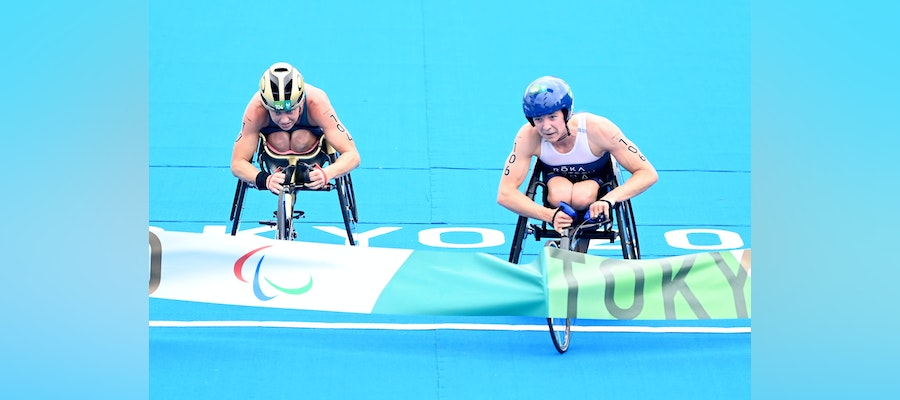 Kendall Gretsch claims Paralympic gold with an incredible sprint