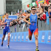 Gomez sprints to Grand Final title, Jonny keeps world title in Brownlee family