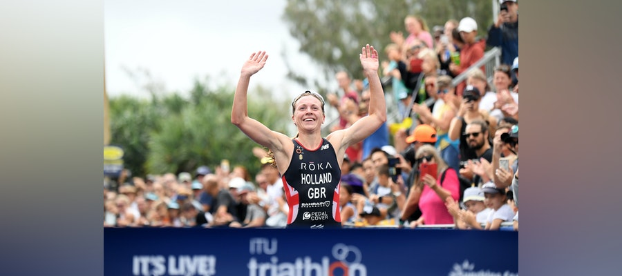 Vicky Holland blazes to glory in Mooloolaba