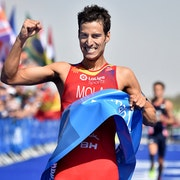 Mario Mola begins title defence in style with assured win at WTS Abu Dhabi